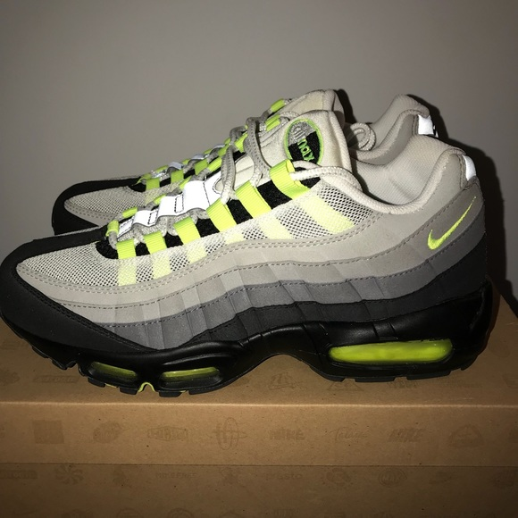 promo code 1f386 e6c5c Nike Air Max '95 - Cool grey/Neon Yellow NWT